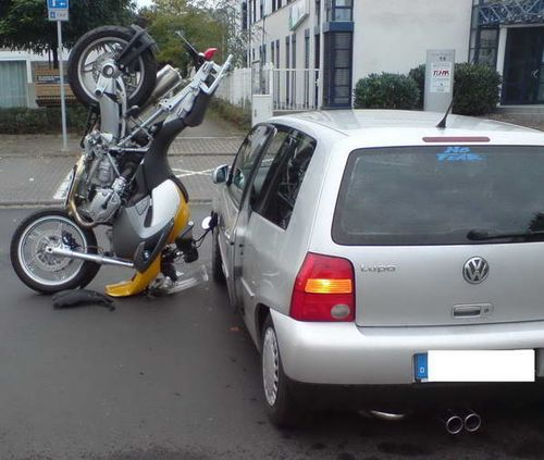 bmw_motorcycle_parking_1.jpg